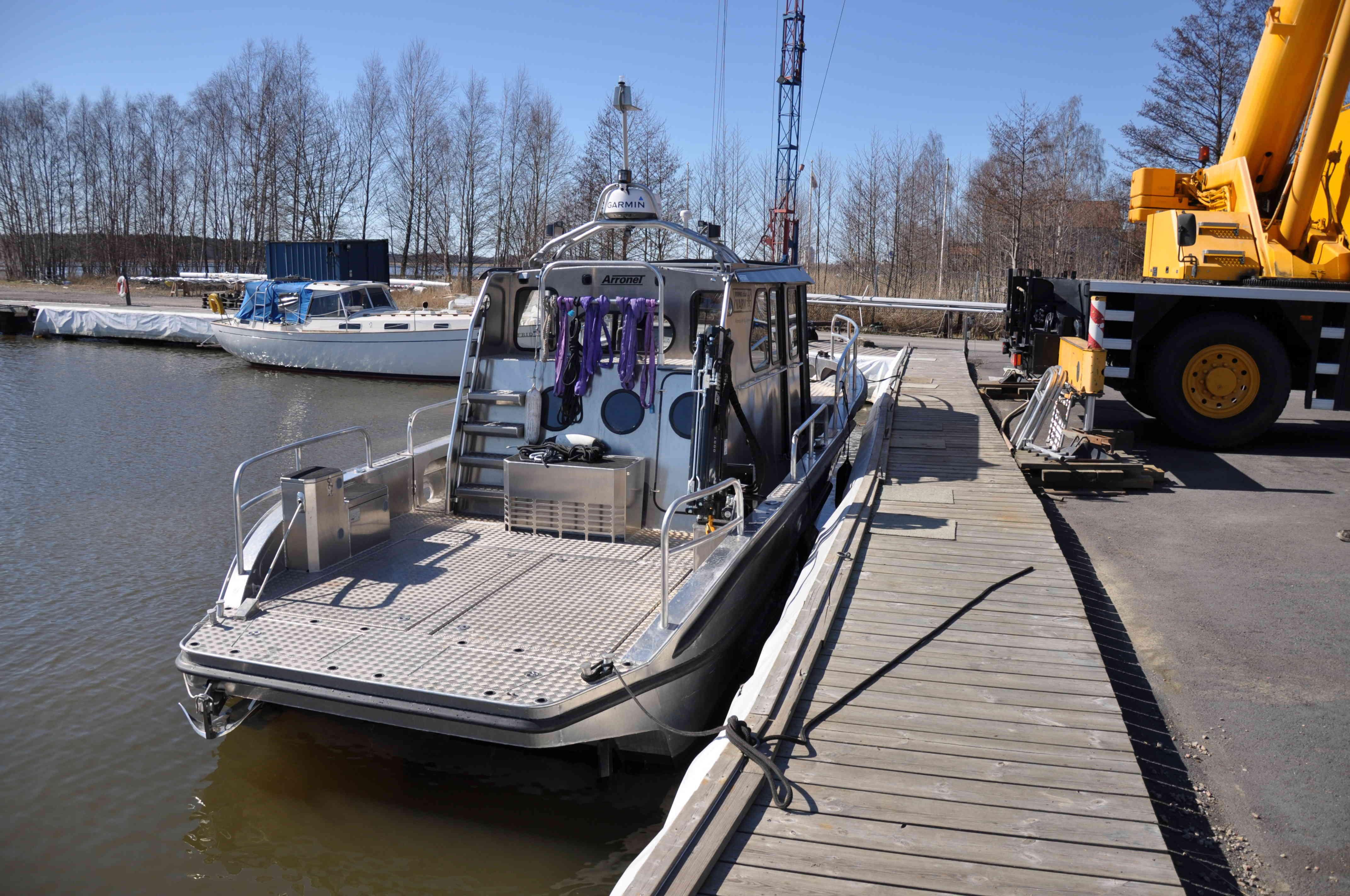Sjösättning båt vid Nyköpings Marincentrum